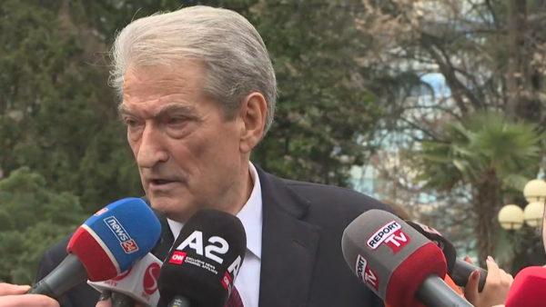 """U përjashtua nga grupi parlamentar i PD, Berisha nis nesër """"Foltoren"""" me demokratët"""