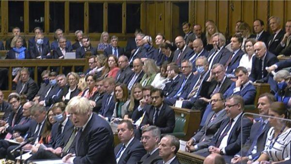 Johnson në Parlament: Do të bëjmë të pamundurën dhe do të punojmë me aleatët për një korridor të sigurt për afganët