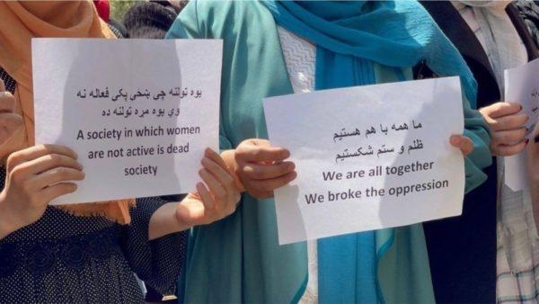 Urdhri i ri në Kabul: Femrat të qëndrojnë në shtëpi, punët do të zëvendësohen nga burrat