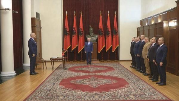 Meta dekreton qeverinë, edhe SHISH nxjerr të pastër ministrat e Ramës