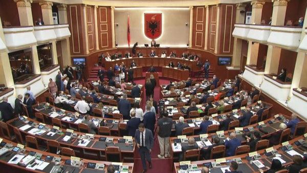 U votua në Kuvend, qeveria e re pritet të betohet në Presidencë para nisjes së Ramës në Amerikë