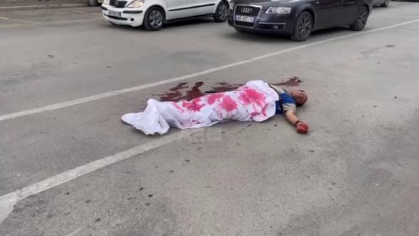 I mbuluar me çarçaf të bardhë dhe njolla gjaku, videoja për TikTok alarmon Korçën