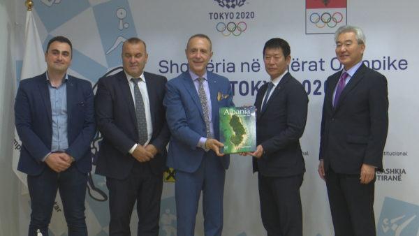 Numri 1 i gjimnastikës botërore viziton Shqipërinë, premtohet mbështetje