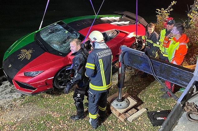Ngatërron frenat me gazin, Lamborghini përfundon në liqen