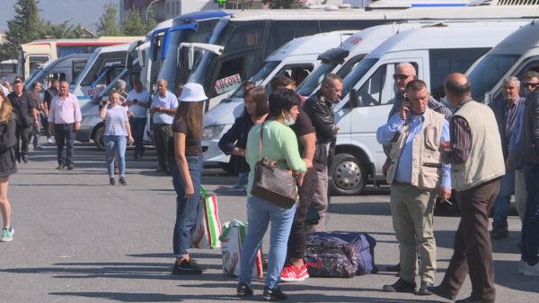 Vala e rritjes së çmimeve, mund të shtrenjtohet edhe bileta në transportin ndërqytetas