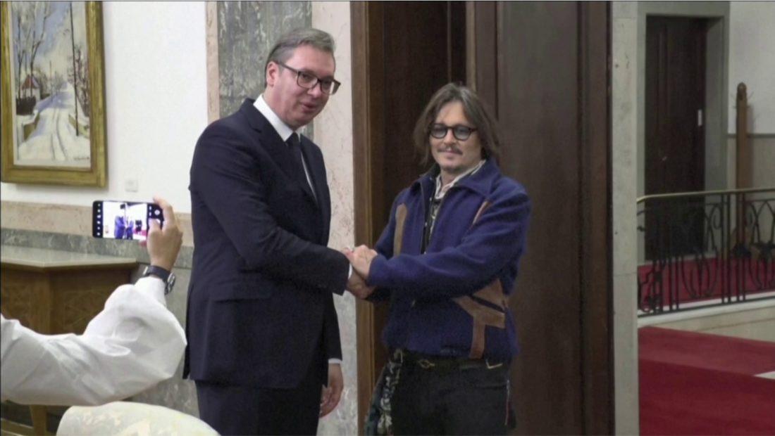 Johnny Depp takohet me Vucic ne Beograd promovon serialin e prodhuar ne Serbi 1100x620