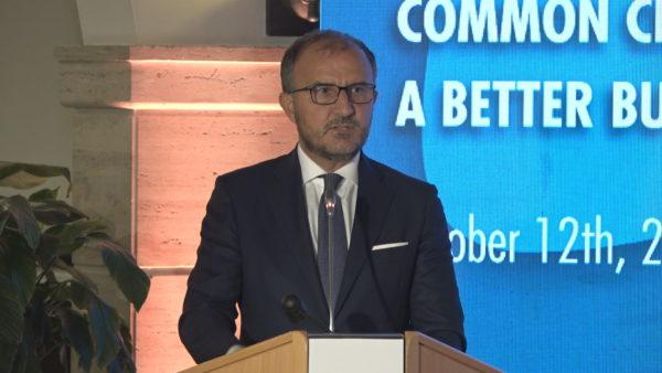 Mesazhi i ambasadorit të BE: Investimet e huaja rriten po pati rregulla të qarta të pronësisë