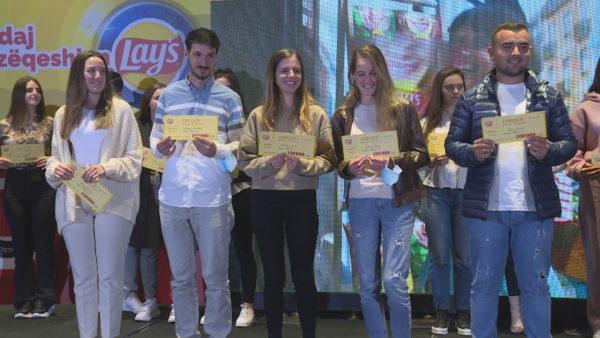 Lay's dhuron bursa për 20 studentë të ekselencës