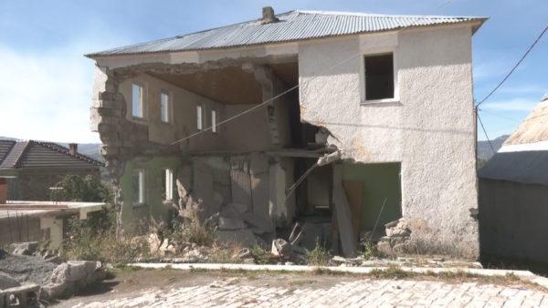Asnjë ndihmë familjes Ujka, prej 4 vitesh jeton në rrënojat e ish-komunës