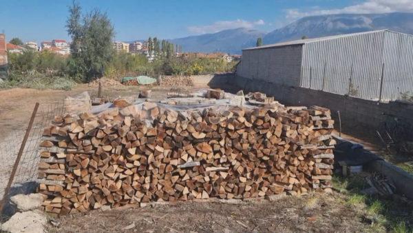 Në hall për ngrohjen në Pogradec, çmim i lartë dhe mungesë e lëndës drusore