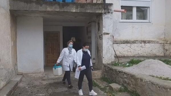 Kukës, 40% të imunizuar, grupet e vaksinimit derë më derë në banesa