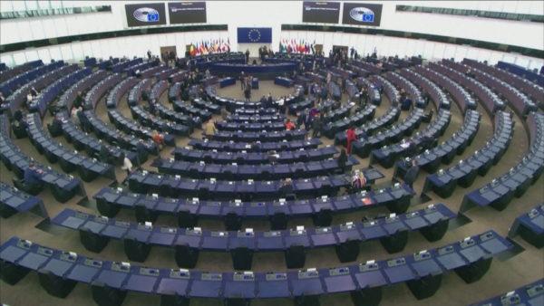 Përplasjet me Poloninë, PE padit KE: Nuk implementoi mekanizimin për pezullim fondesh