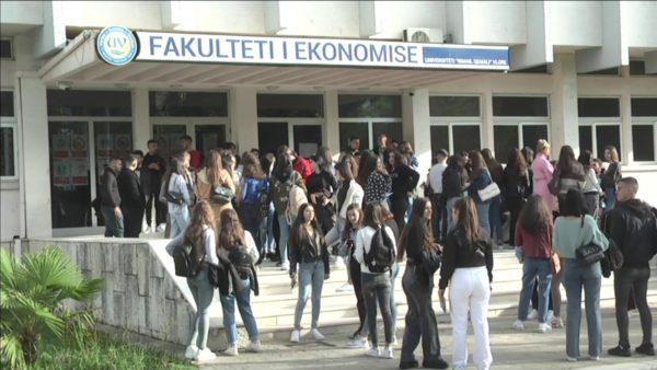 Probleme me dokumentet e studentëve në Vlorë, pranohen vetëm certifikatat nga e-Albania