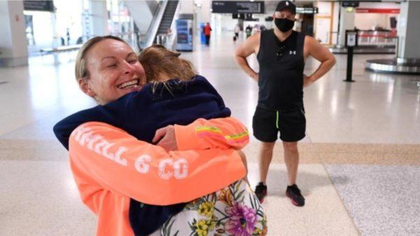 Pas 18 muajve bllokim, Australia heq ndalimin e udhëtimit jashtë vendit