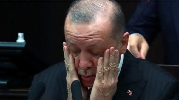 Dëbimi i diplomatëve, kritikët: Erdogan po zhvendos vëmendjen nga kriza ekonomike