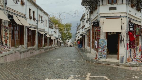 Masat e ISHSH në Gjirokastër, Covid-19 mbyll shkollën dhe zyrat e Kadastrës