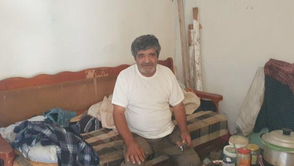 Mbijeton i harruar, 68-vjeçari mbledh bidonë dhe jeton pa ujë dhe drita