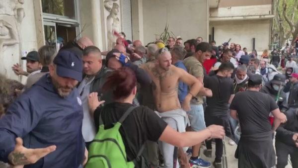 Protestat e dhunshme në Itali, shtohen thirrjet për shpërbërjen e lëvizjeve neofashiste