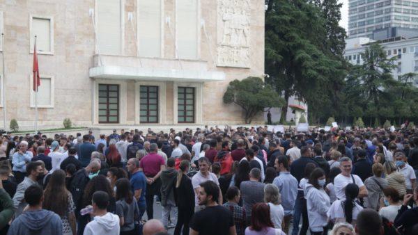 Protesta për rritjen e çmimeve: Kërkohet ndërhyrje nga qeveria, paralajmërohet përshkallëzim