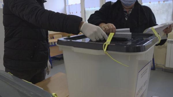Zgjedhjet lokale në Kosovë, KQZ: 8,2% e qytetarëve votuan deri në orën 11:00